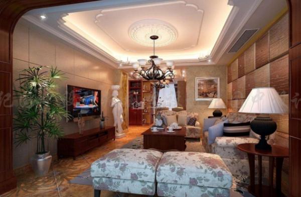 配以别致的造型,将房间的复古感表现出来,欧式的白色电视柜与欧式白色
