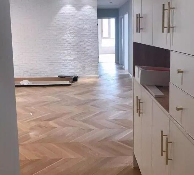 新房装修全屋使用鱼骨纹仿古砖1.png